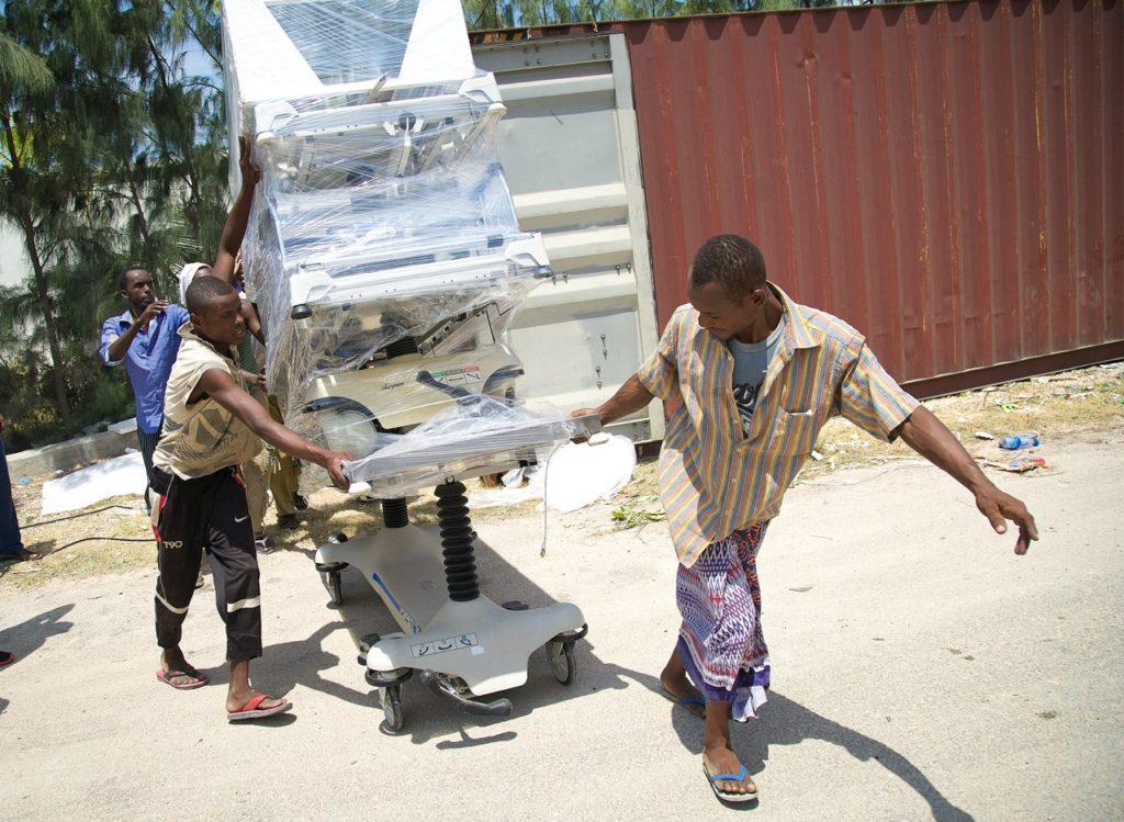 sm-somalia-unload-conatiner