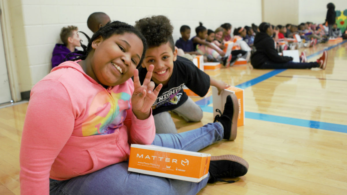 Kids and MATTERboxes with healthy food